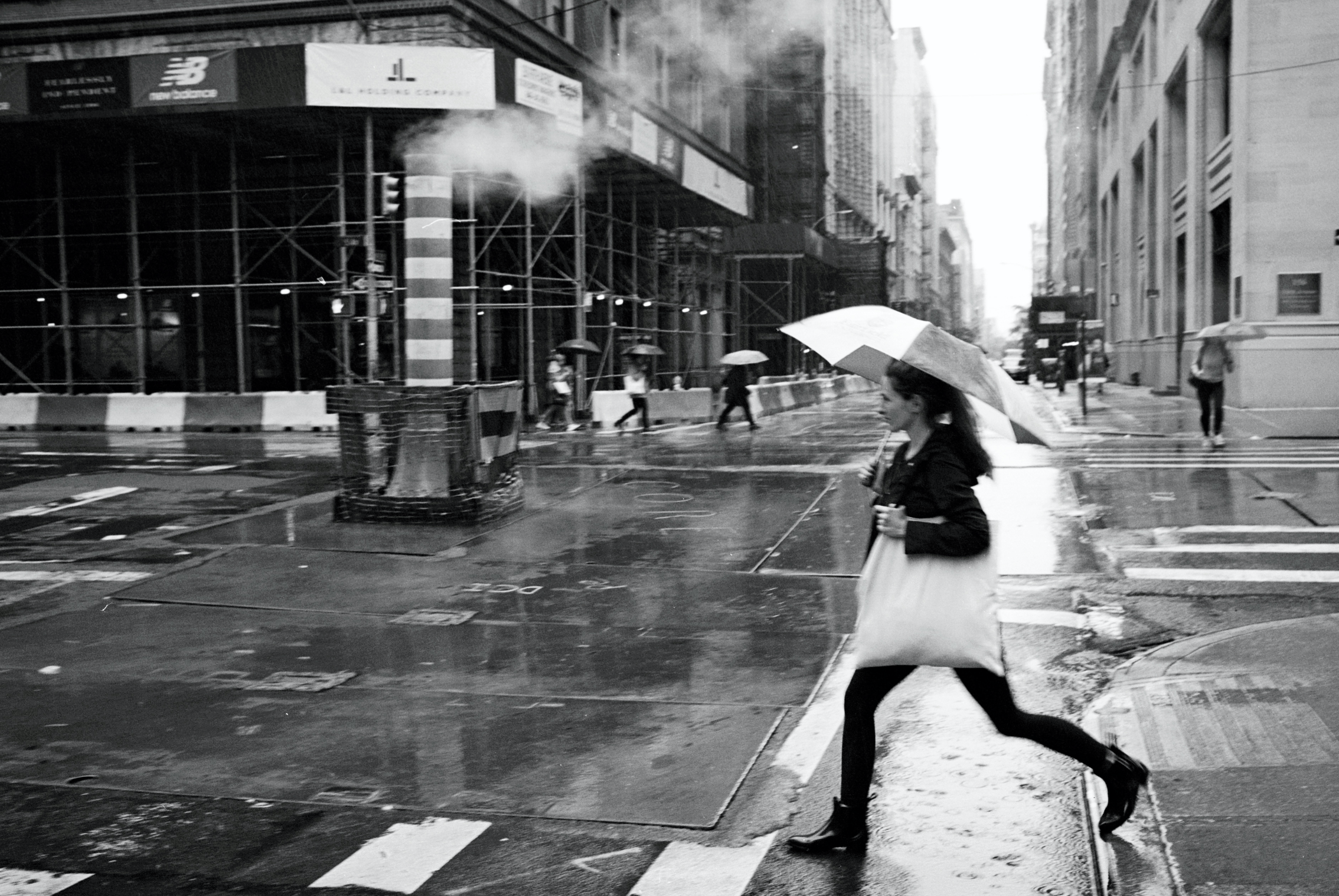 A rainy day in New York City (Leica M6 + Leica 35mm Summilux 1.4 ASPH FLE + Ilford XP2)