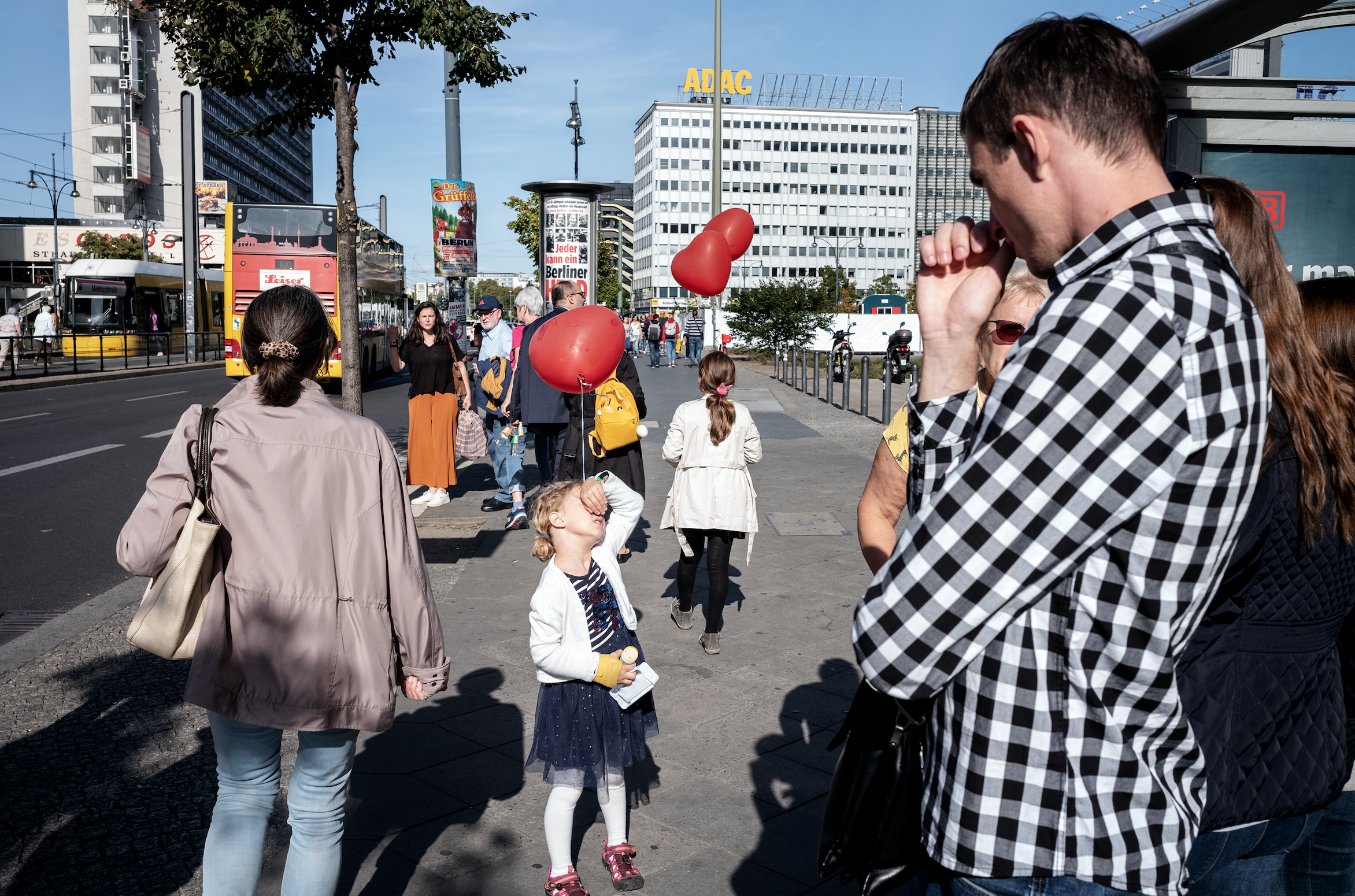 Another one with 28mm trying it in the streets as well, getting closer and bringing some more dynamic into the frames. Berlin 2019 (Leica M10 + Leica Summicron 28mm 2.0 ASPH)