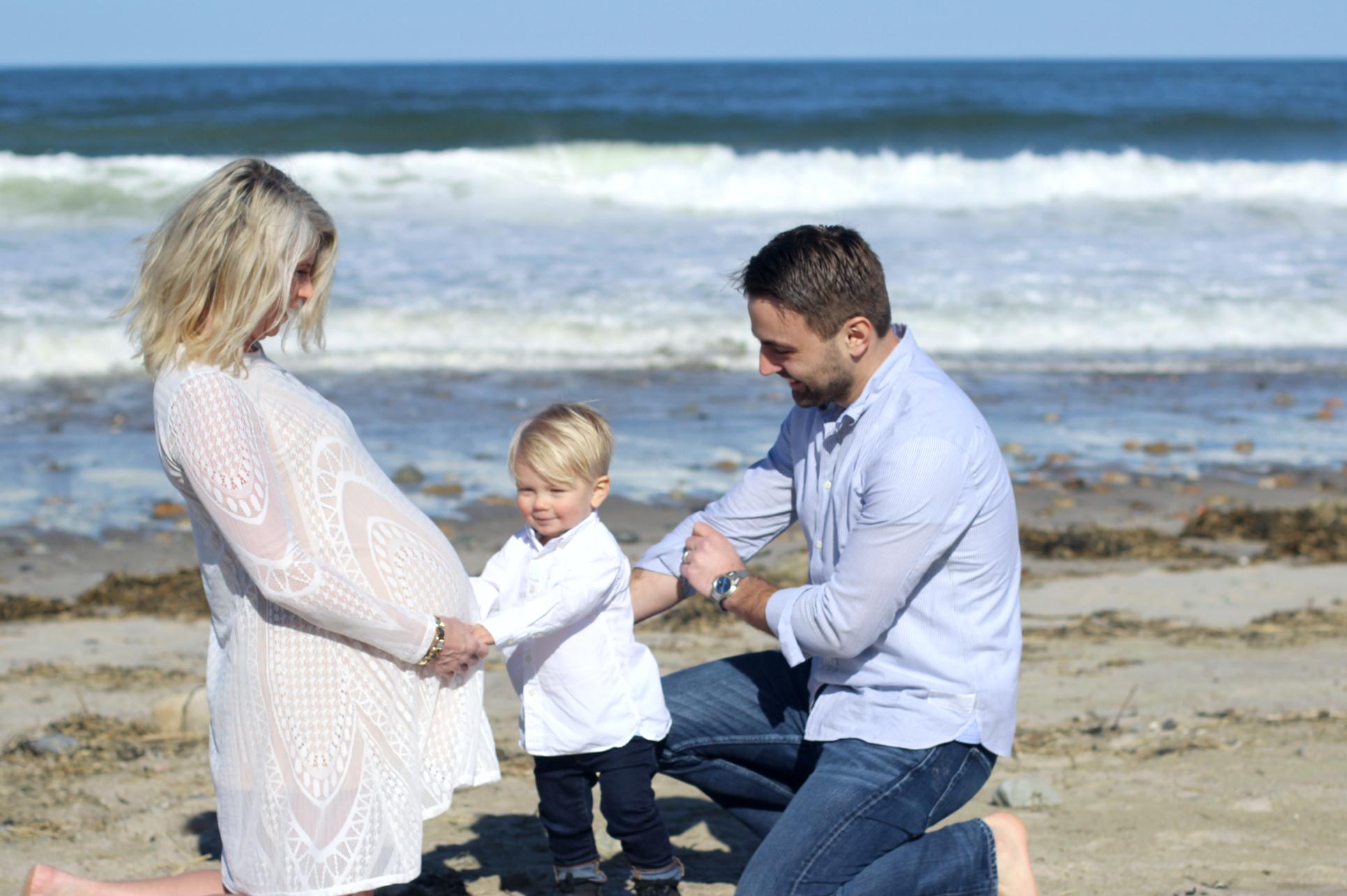 Beach maternity mom style shoot lifestyle blog maternity fashion