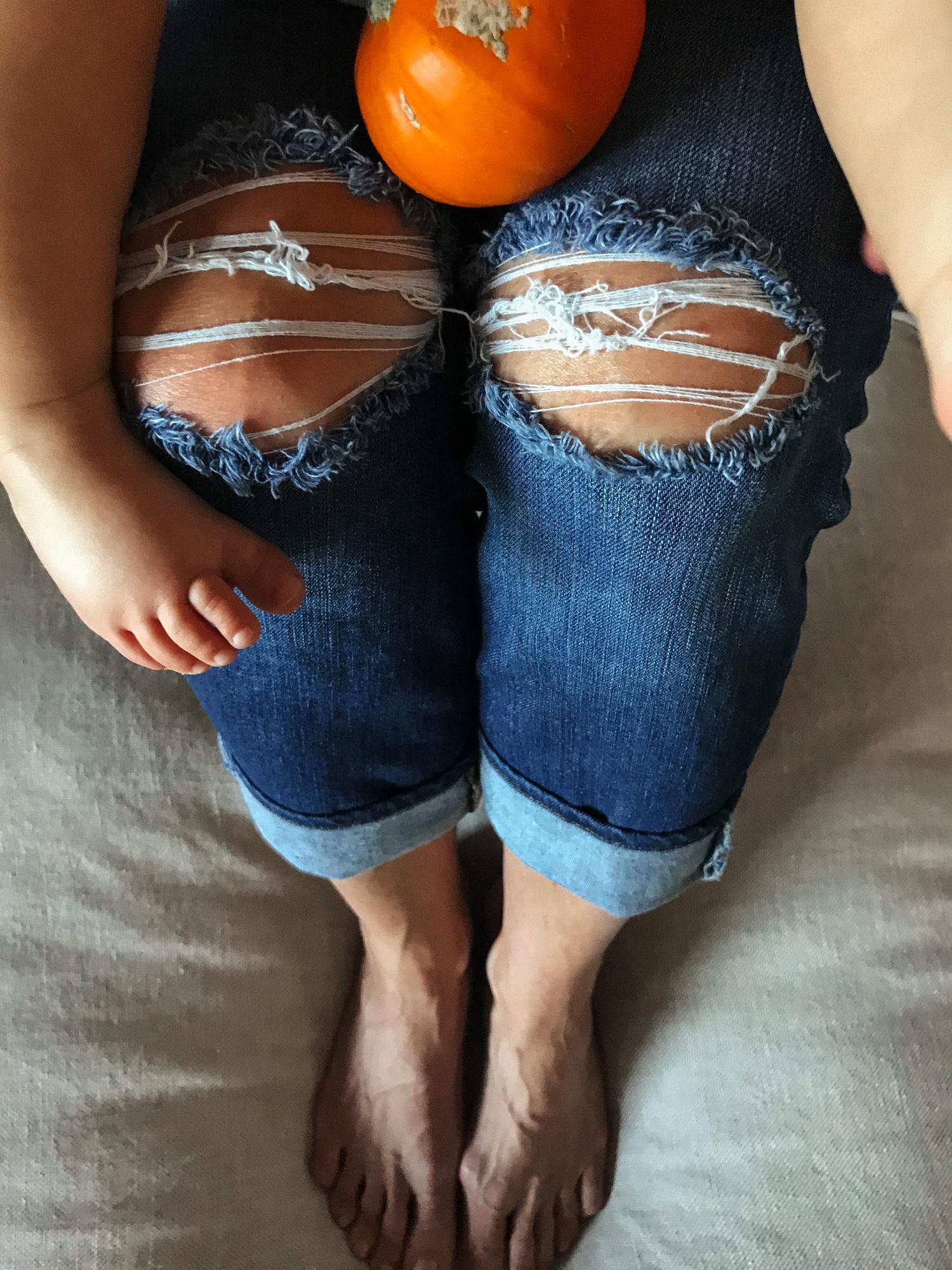 Baukjen nursing maternity mom style mom fashion mothercare family halloween festive cosy fun play time mommy blog