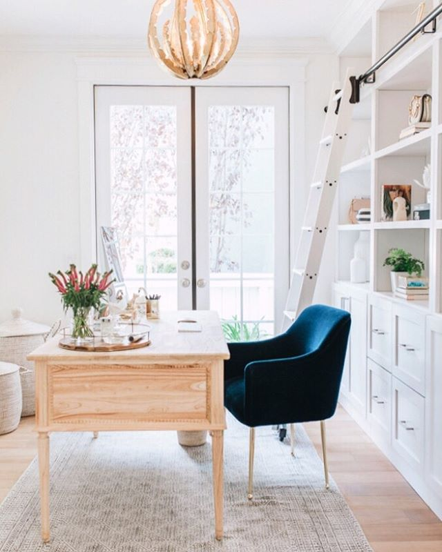 Going back to work after Labor Day would be a little easier if we had this gorgeous office space by @sapphirediaries and @houseofjadeinteriors ✨ The space features our Colette Desk, available now through Wednesday for 15% off with code LABORDAY15 along with everything else on our site! Link in bio to shop.