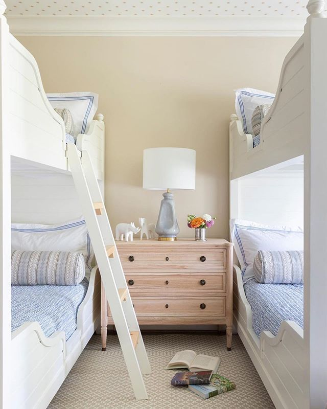 The chicest bunk room we ever did see 👏😍 Designed by @jacksonwarreninteriors featuring our Louie Dresser