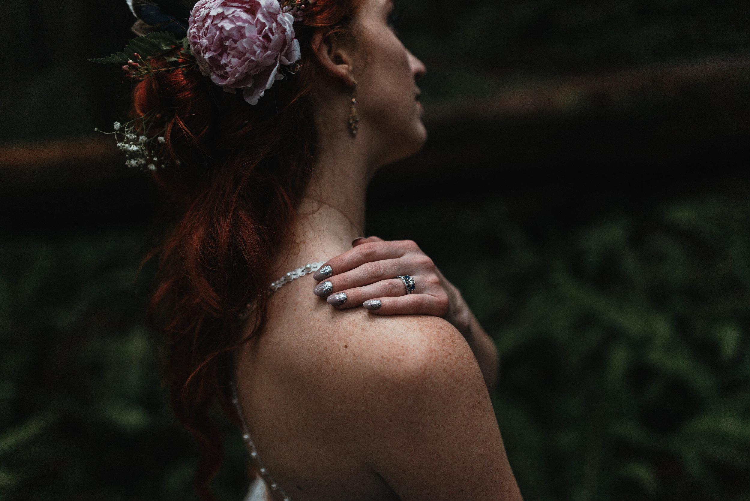 Intimiate Redwoods Elopement , Elopement Inspiration, Jessica Heron Images, Northern California Elopement, Oregon Elopement, Oregon Wedding, Elopement Ideas, diy dress, flower hair