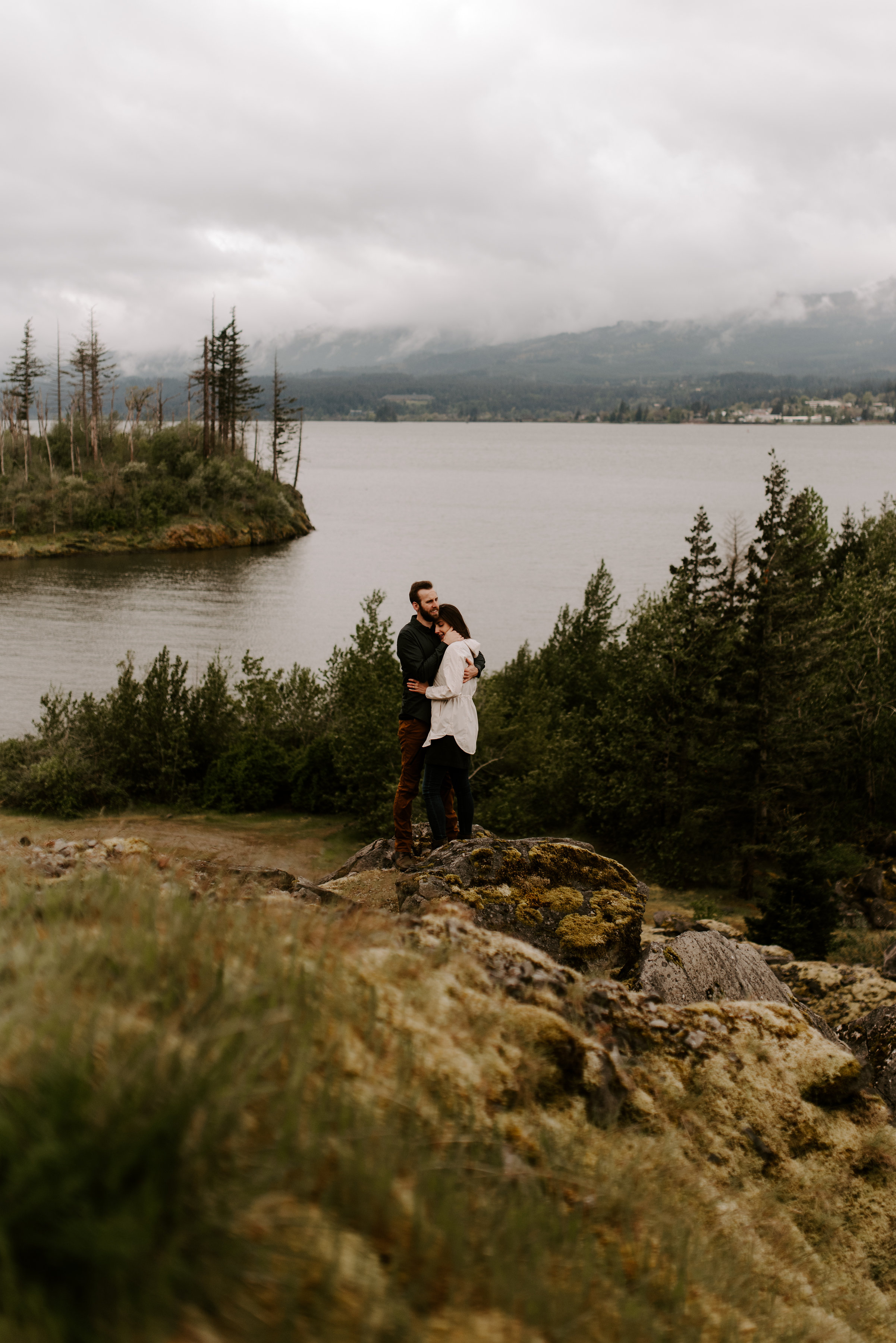 Columbia River Gorge Engagement, Session Stormy Engagements, Oregon Photographer