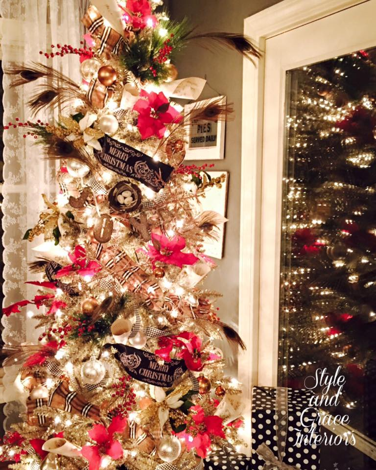 The warm glow of our tree in the kitchen just makes my heart happy!