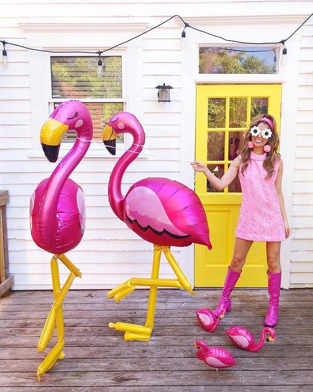 You've been FLOCKED!! 💕✨💕 Just hanging with my flamingo besties thanks to @anagramballoons 🎈🥰 Now who wants to come flamingle with us at my house? 🏡🙌🏻🎉💖#ad
