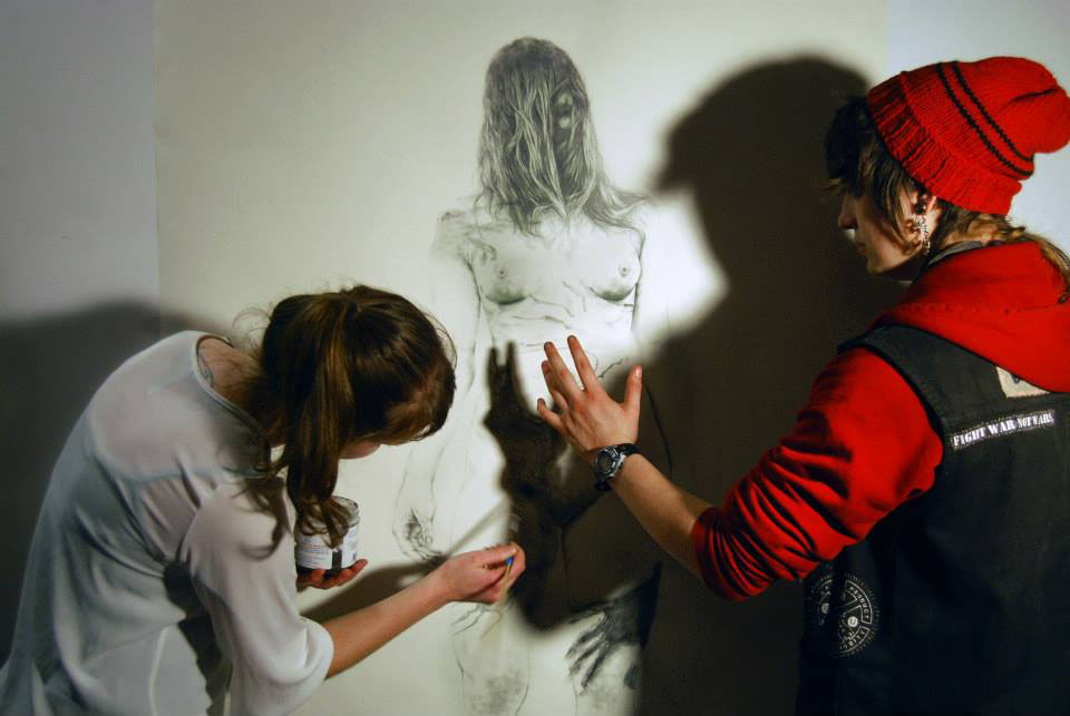 Lion's Main member Sofya Belinskaya performs a live shadow drawing in the gallery.