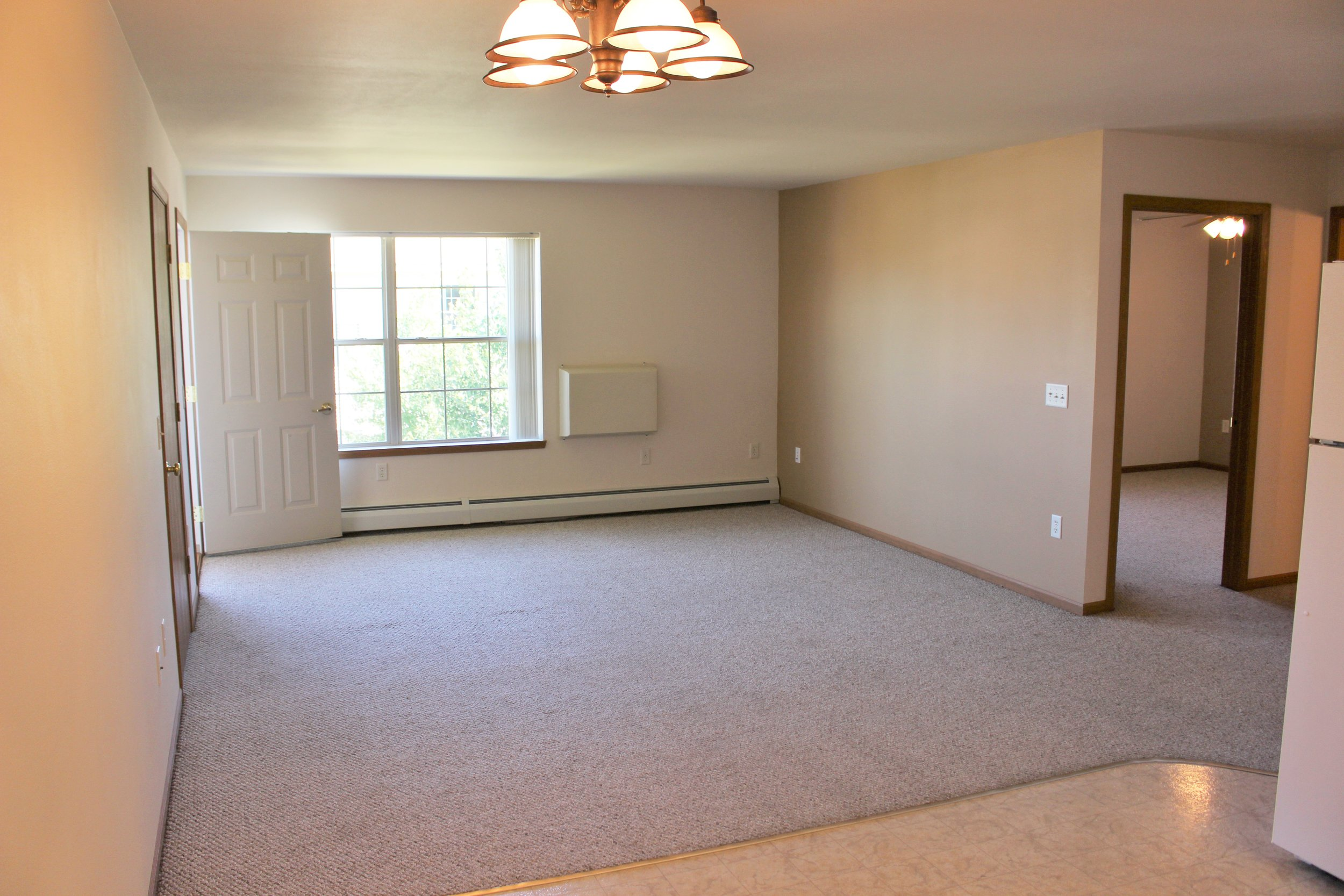 Undecorated Living Room2017.JPG