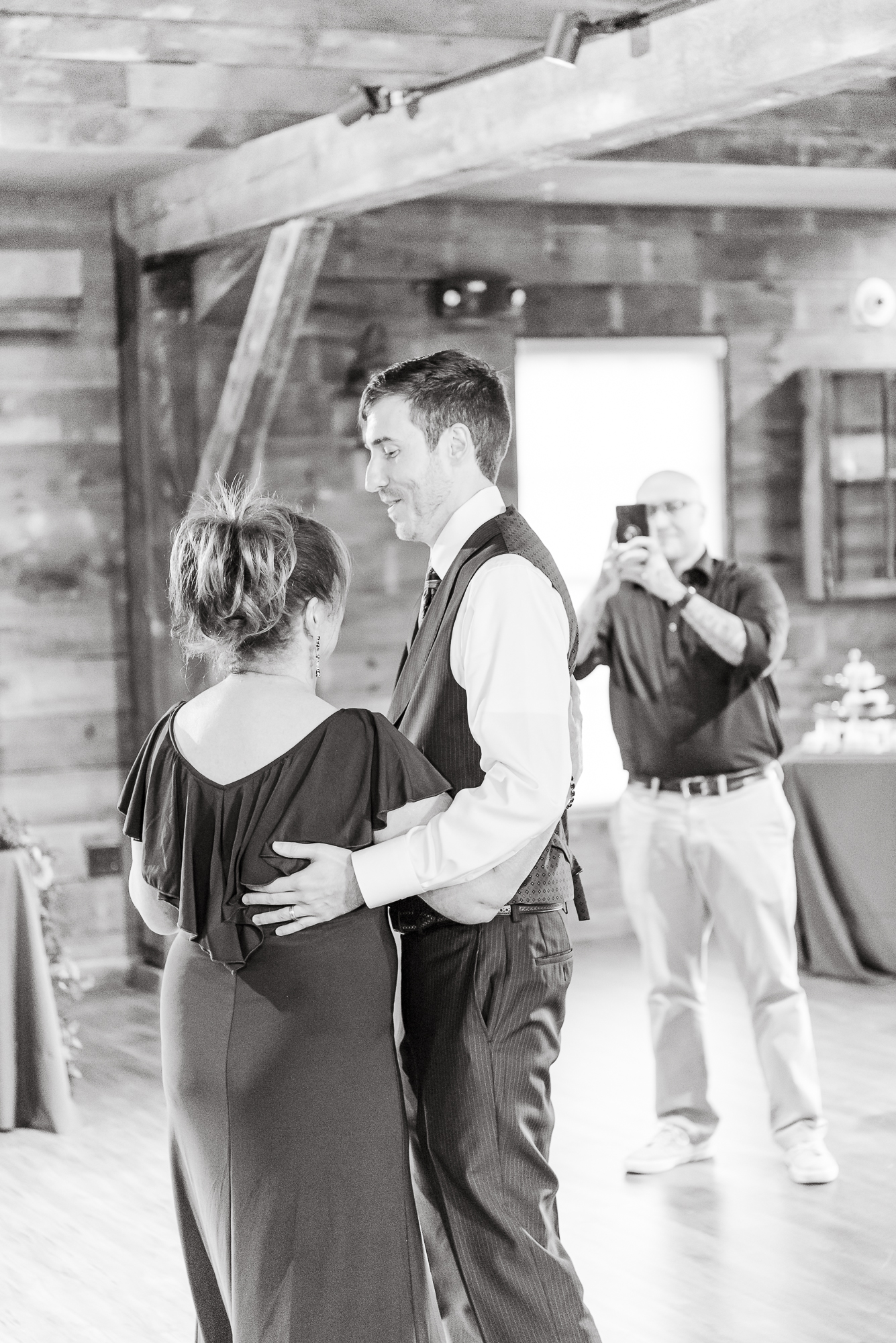 Maria+Adam_Summer Barn Wedding_The Barn at The North Star Preserve_Oberlin_Ohio-199.jpg