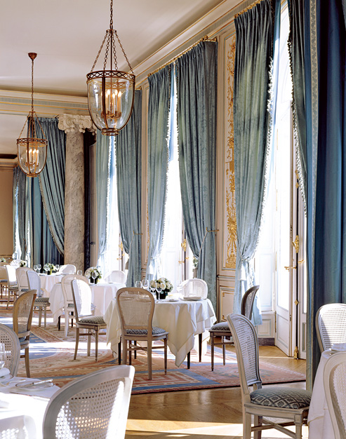 Blue-jacquard-damask-curtains-add-serious-drama-dining-room.jpg