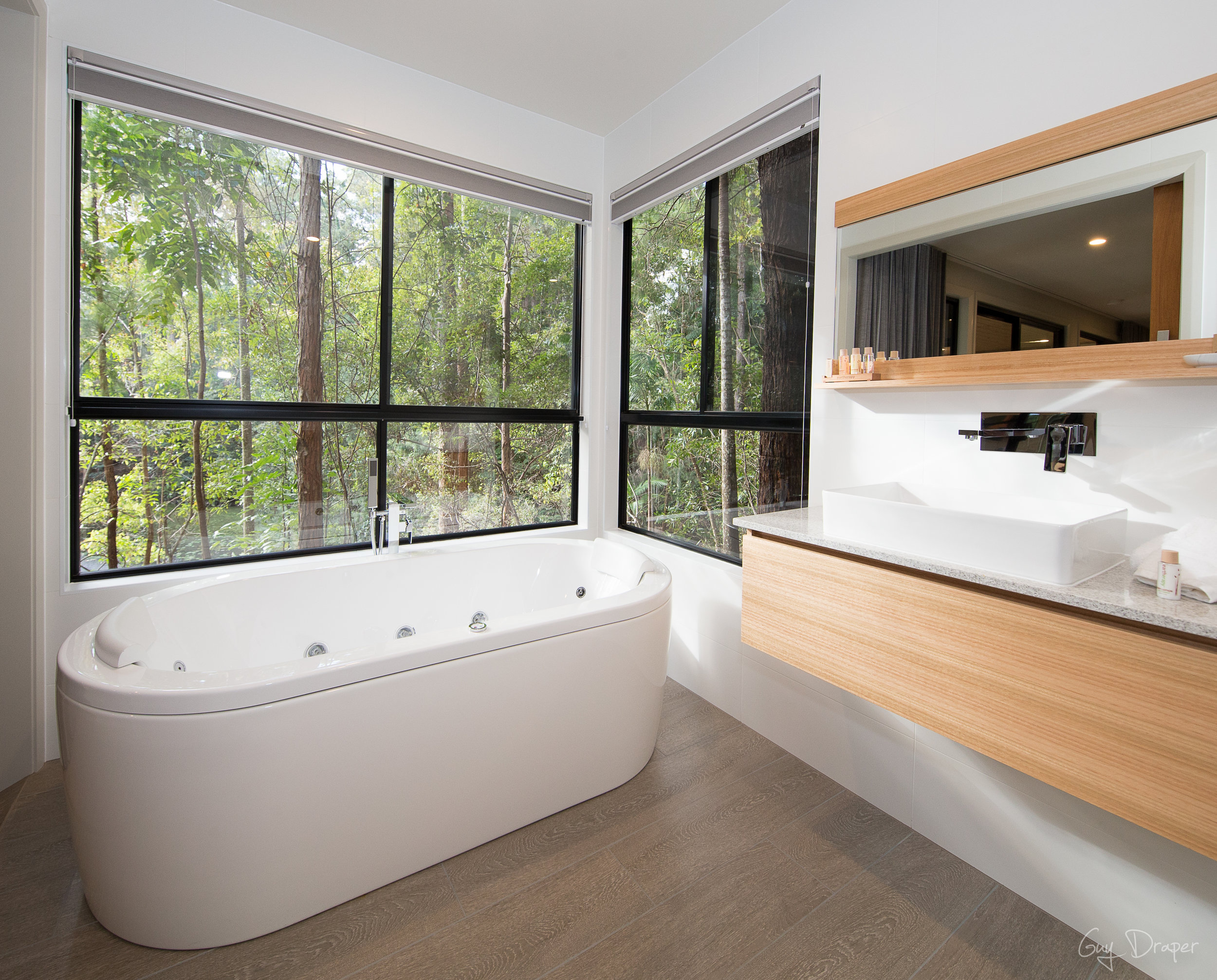 Mistere Spa and Retreat Bathroom