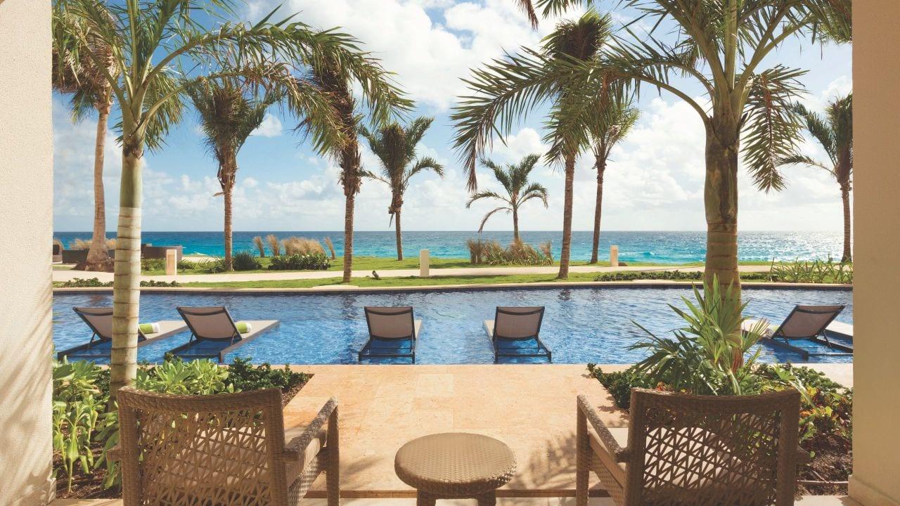 Hyatt-Ziva-Cancun-P084-Hyatt-Ziva-Swim-Up-King.16x9.adapt.1280.720.jpg