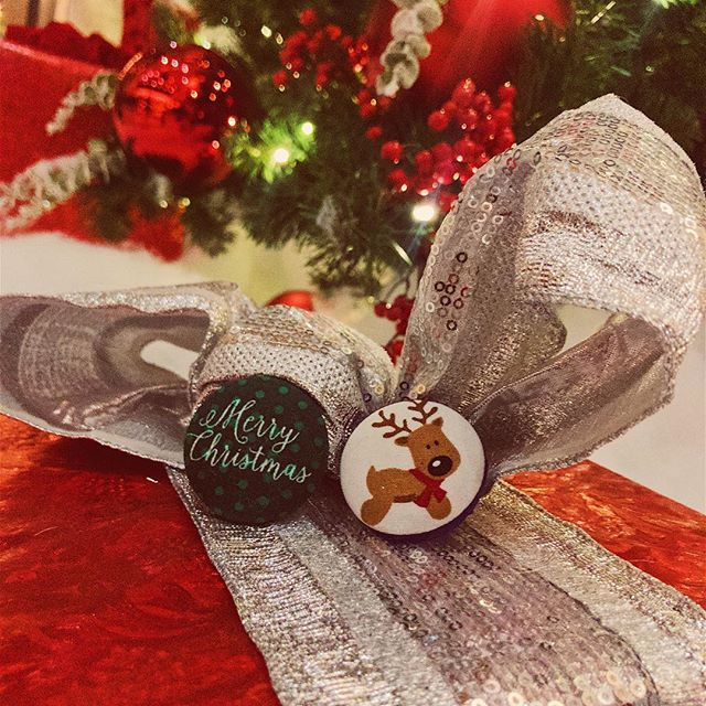 It's a winter wonderland out here in Chicago! Here's hoping for a white Christmas 🎄. Get in the holiday spirit with our Buu Buttons! These ID badges are great stocking stuffers and make wonderful gifts for a fellow colleague. Shipping $1 through the month! . . . #winterwonderland #healthcare #nursing #pct #nightshift #ootd #nurse #nurselife #doctor #np #handmade #uniform #scrubs #teachersofinstagram #stockingstuffers #christmas #giftideas #buubuttons