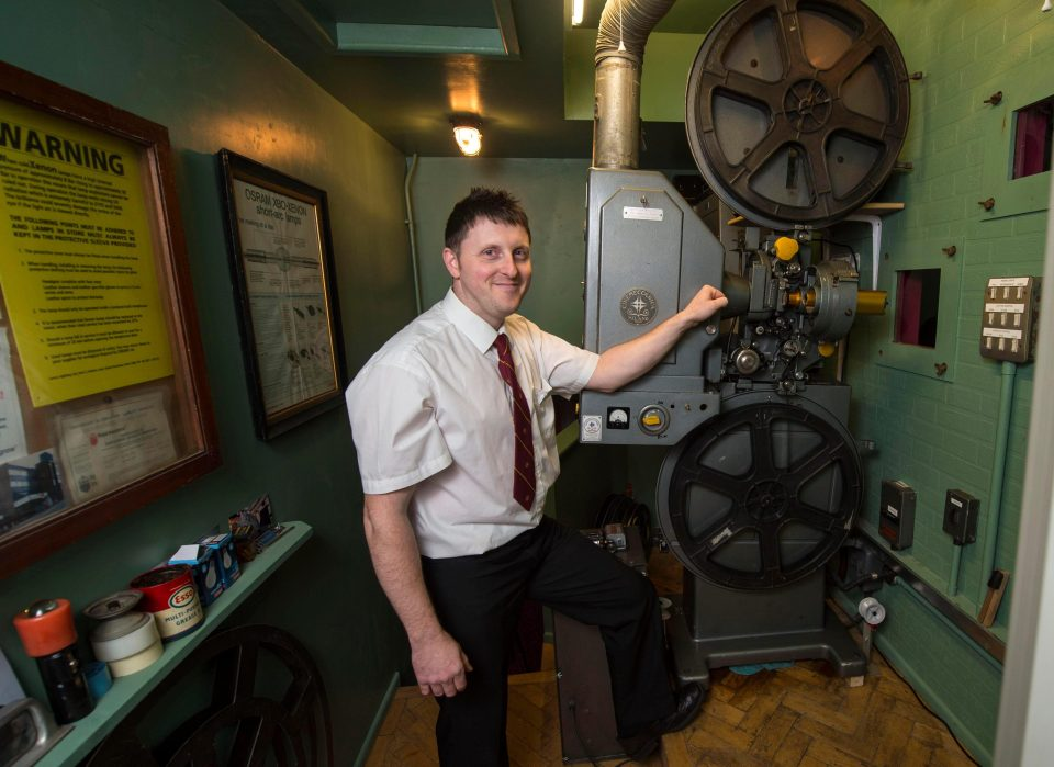 Vintage_cinema_Projector.jpg