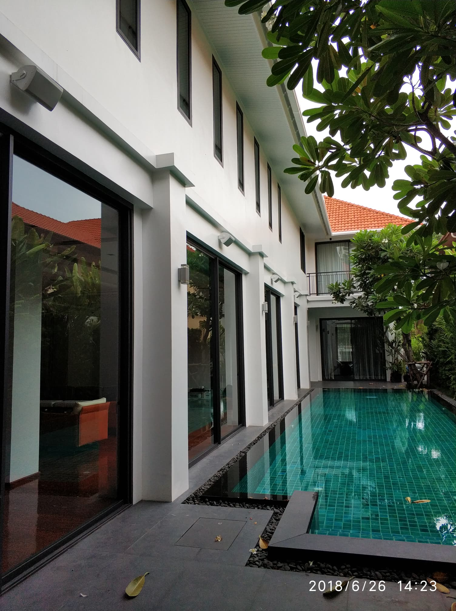 Sukhumvit Rd Outdoor Speakers - Swimming Pool