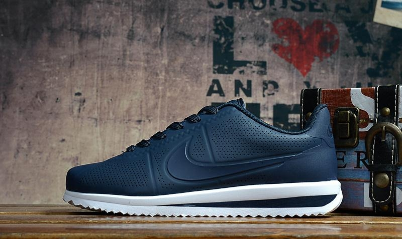Nike Cortez Ultra Moire 2017 Mens Sneakers White Navy Blue.jpg