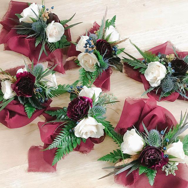 🖤🍇🌿 ___________________________________ #wristcorsages #hamontwedding #hamontflorist #ancasterwedding #ancasterflorist #niagaraflorist #niagaraweddingflorist #hamontweddingflorist #hamontweddings #ancasterweddings #weddingflowers