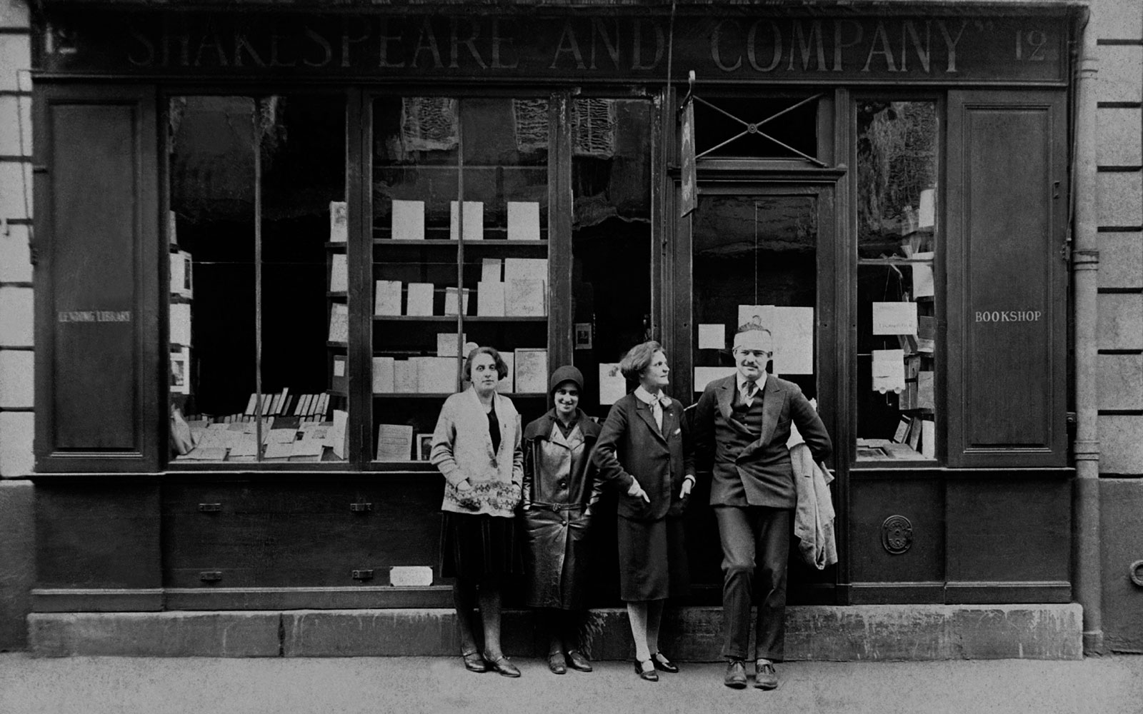 The_Ink_Collective_Inside_Ink_Pret_A_Partir_See_Shakespear_and_Company_2.jpg