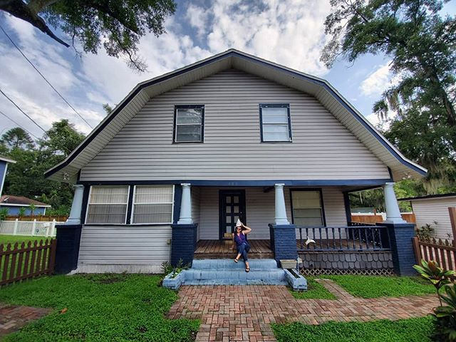 Say hello to the barngalow of south Seminole heights!  So what do you do when a client wants to buy a historic craftsman bungalow? Sell them the project house of all project houses that looks like a barn or the amityville horror house instead. 🤷‍♀️ . Interested in the transformation? Follow #amityheights for updates. It's going to be amazing. And let's just say Halloween will be EPIC! But more importantly, thanks for being the most amazing clients! 😘 #closingday #barngalow #sellnerdy