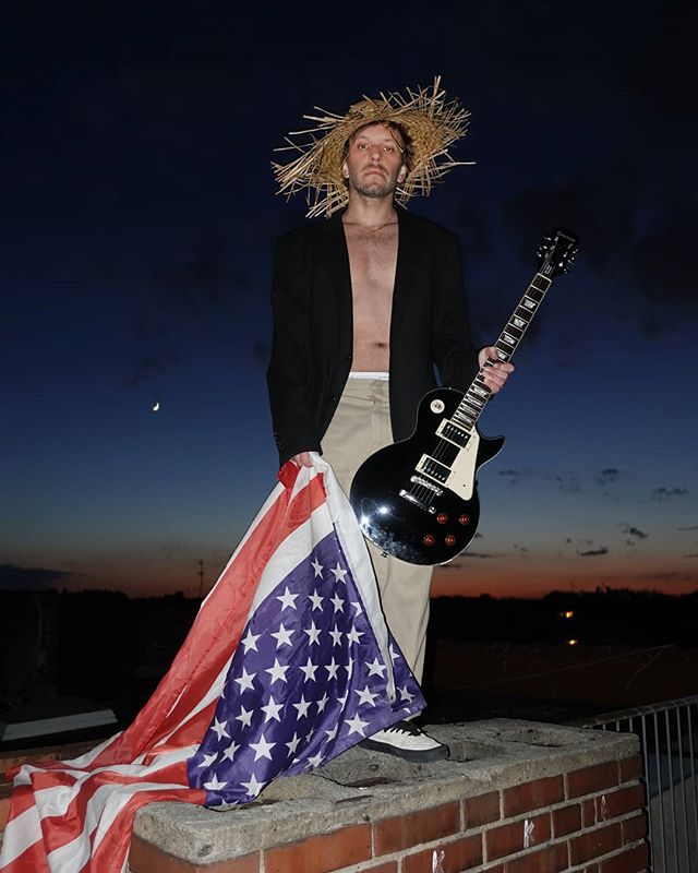 Out for our new video shoot today, @ooooo_music stranded Billy conquers America @gibsonguitar we need to talk
