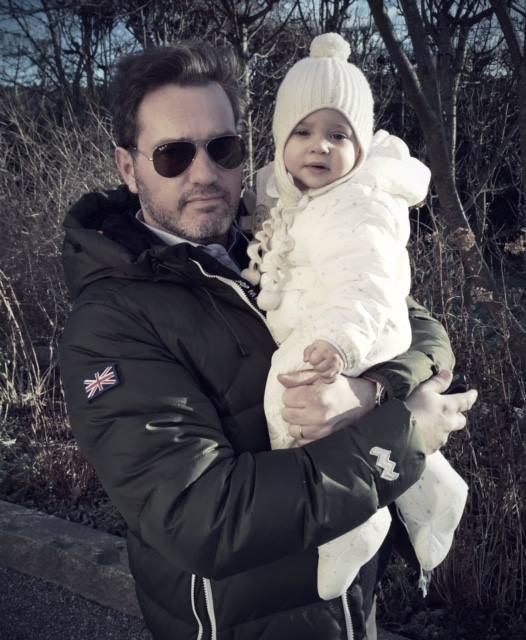 """""""Ich bin so launisch, das ist schrecklich. Aber meine Tochter Leonore ändert meine Laune in einer Sekunde"""", gesteht Chris in einer Talkshow   Foto: Prinzessin Madeleine via Facebook"""
