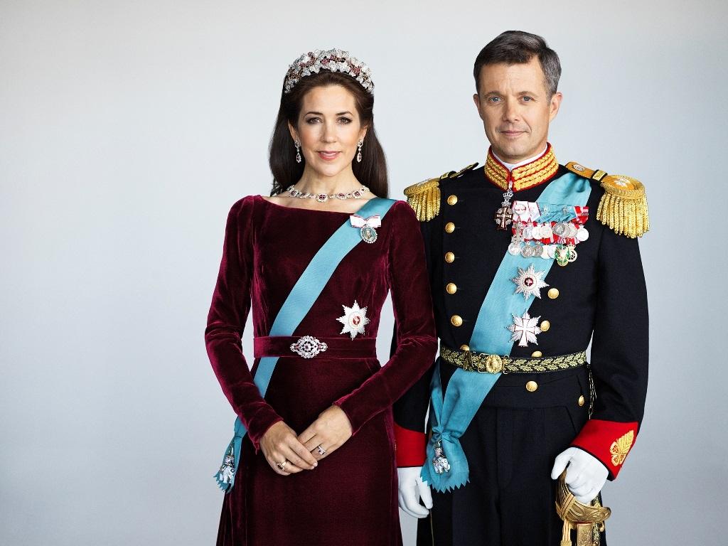 Crown Prince Frederik and Crown Princess Mary Amalienborg Slotsplads 8 1257 Copenhagen K Denmark   Foto: Kongehuset