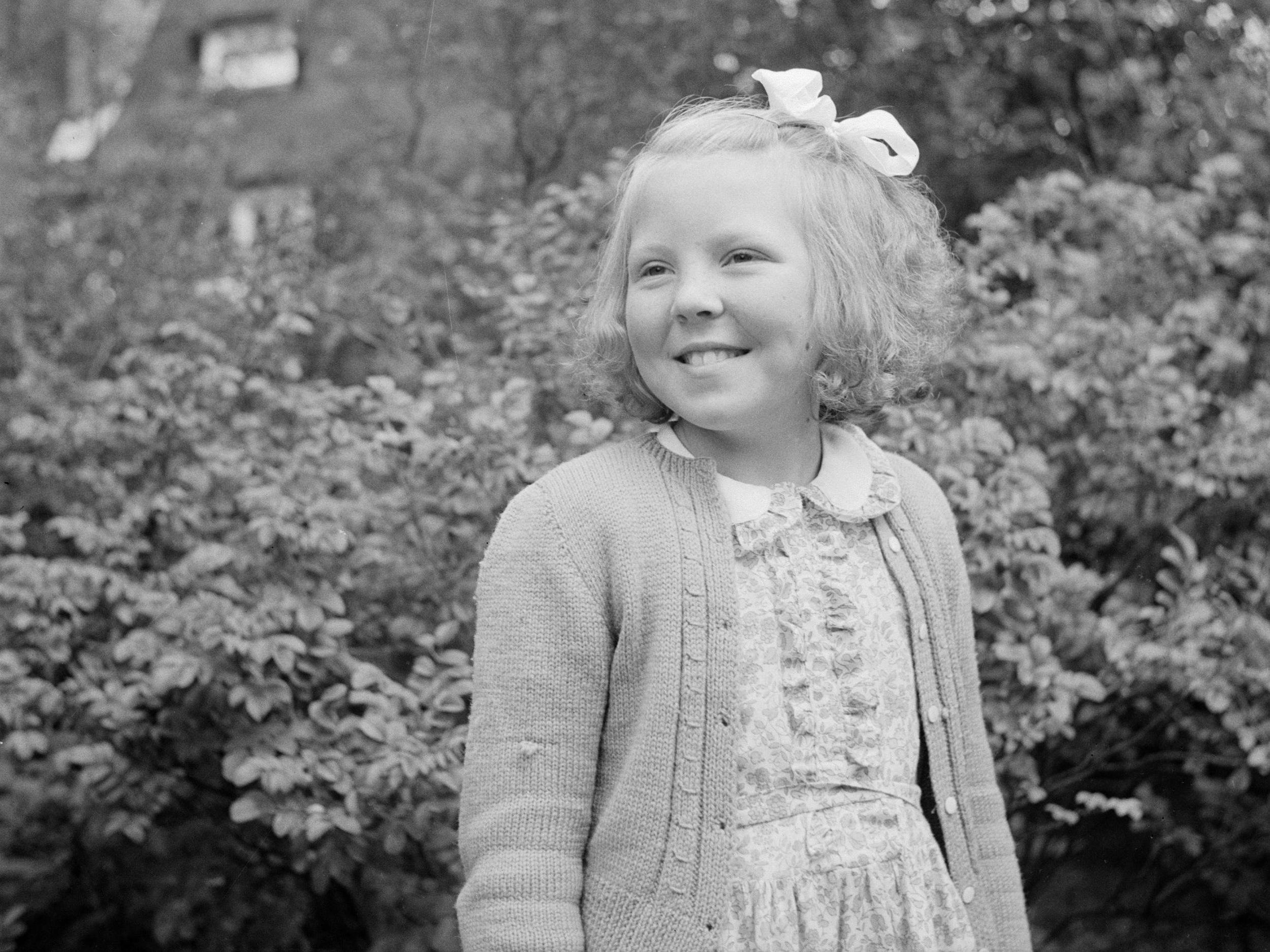 Prinzessin Beatrix der Niederlande im Jahr 1947.   Foto: Willem van de Poll, Nationaal Archief, Fotocollective van de Poll, Public Domain