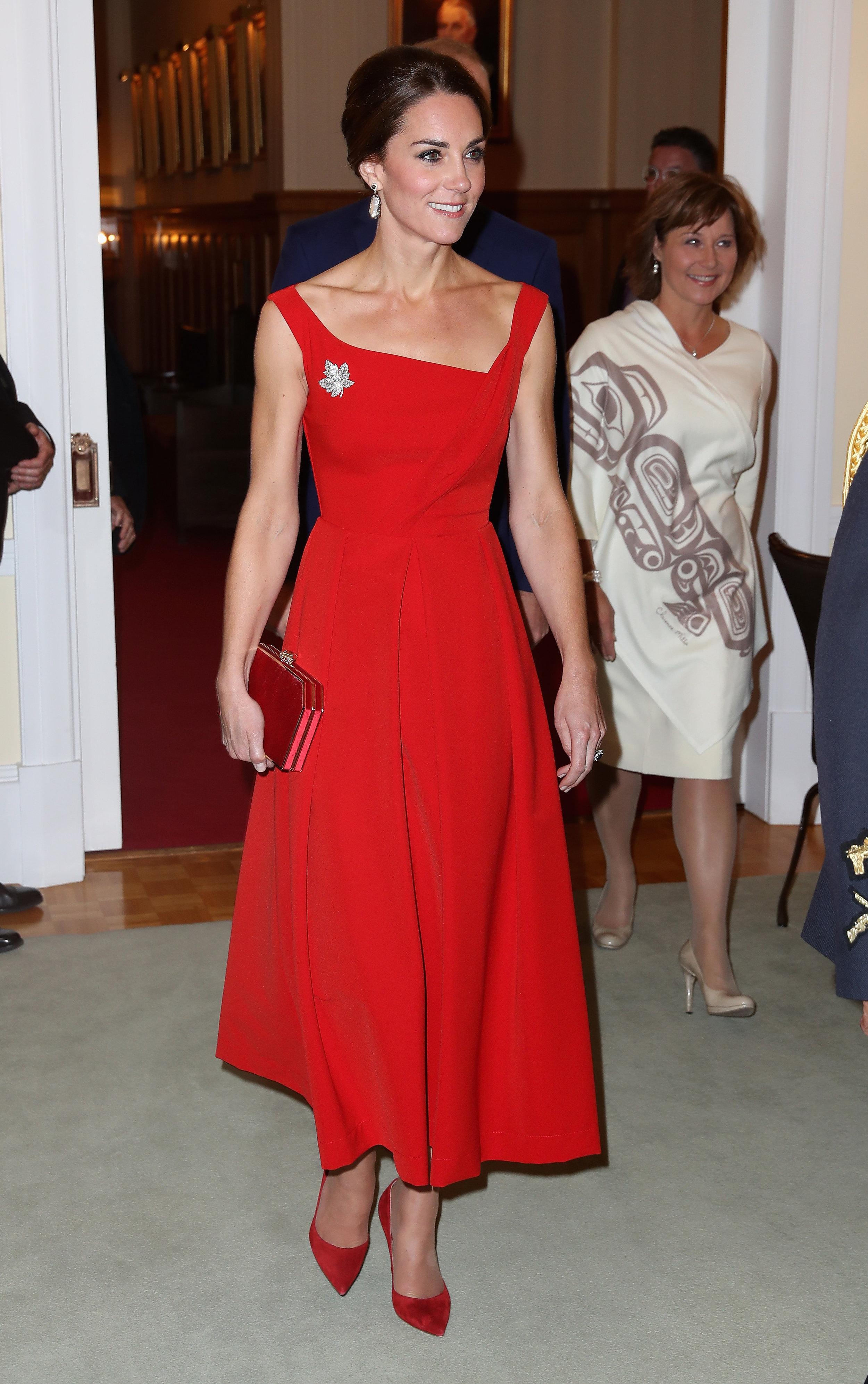 Lady in red: Herzogin Kate setzt beim Staatsbesuch in Kanada auf die Farbe der Liebe ©Getty Images