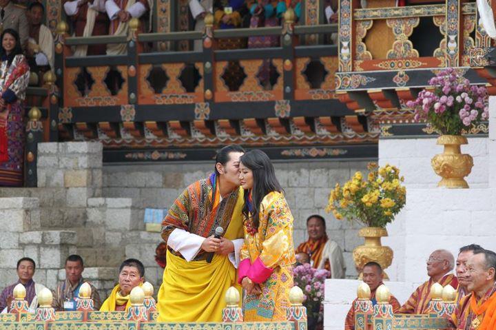 Durch die Hochzeit wird Jetsun mit 21 Jahren zur jüngsten Königin der Welt.  Foto: Royal Office of Bhutan
