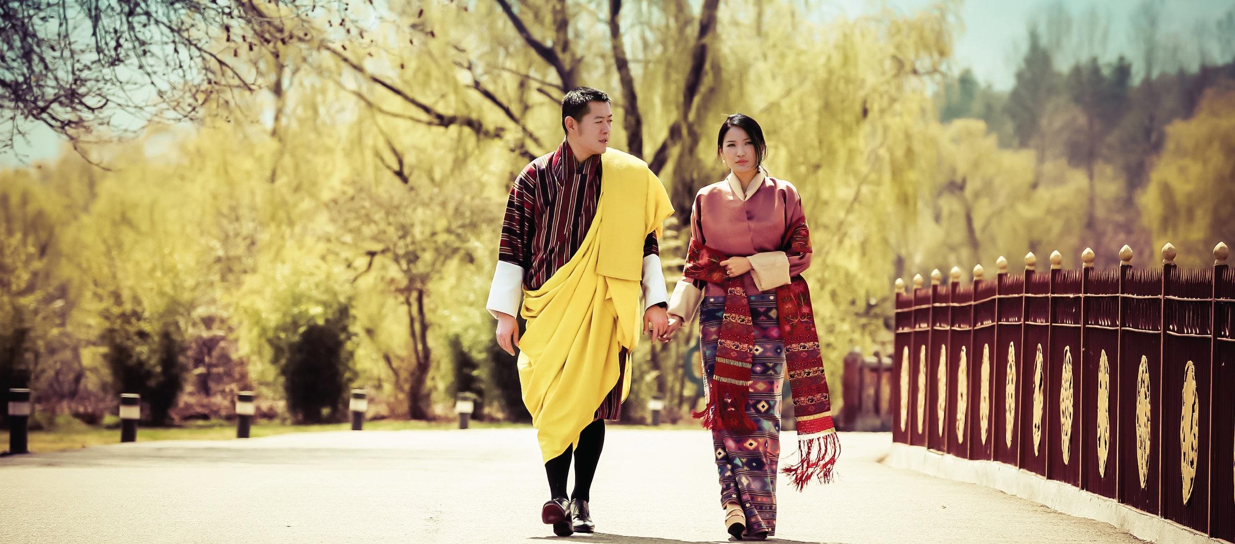 Offen zeigt das Königspaar seine große Liebe.  Foto: Royal Office of Bhutan