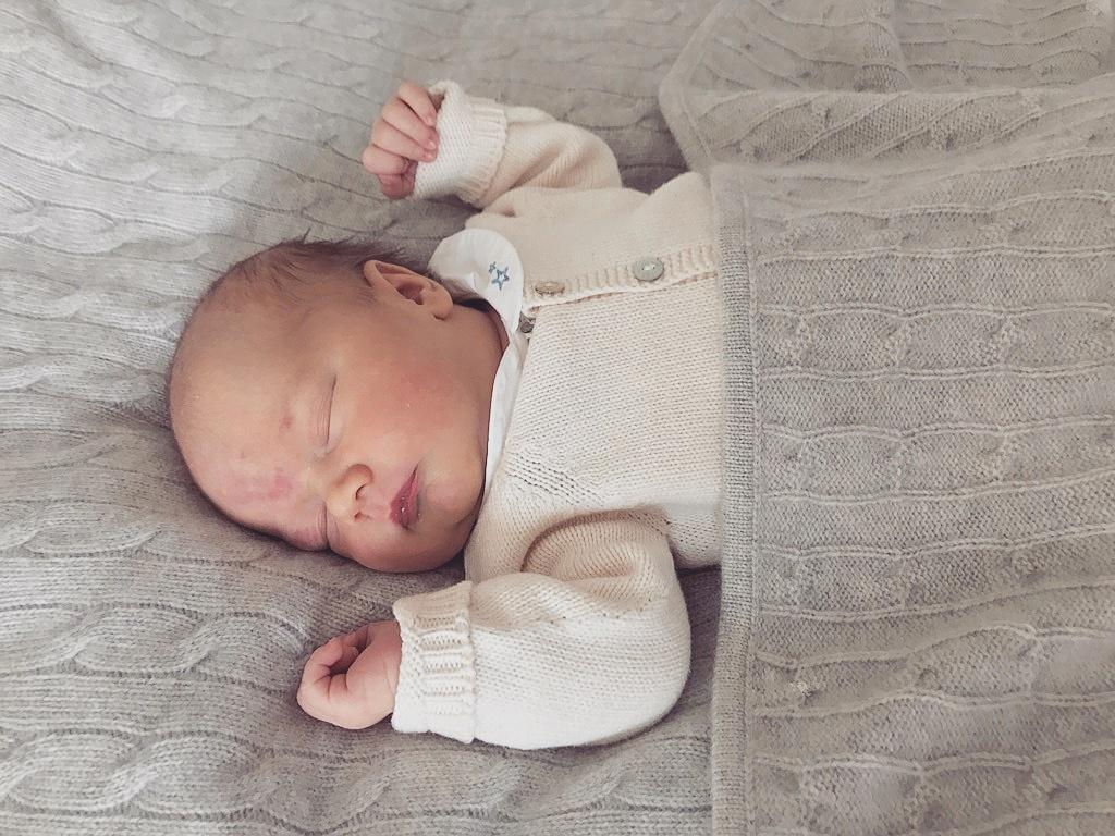 Ob der süße Schwede bei seiner Taufe auch so seelenruhig schlafen wird?  Foto: Kungahuset, Prinz Carl Philip
