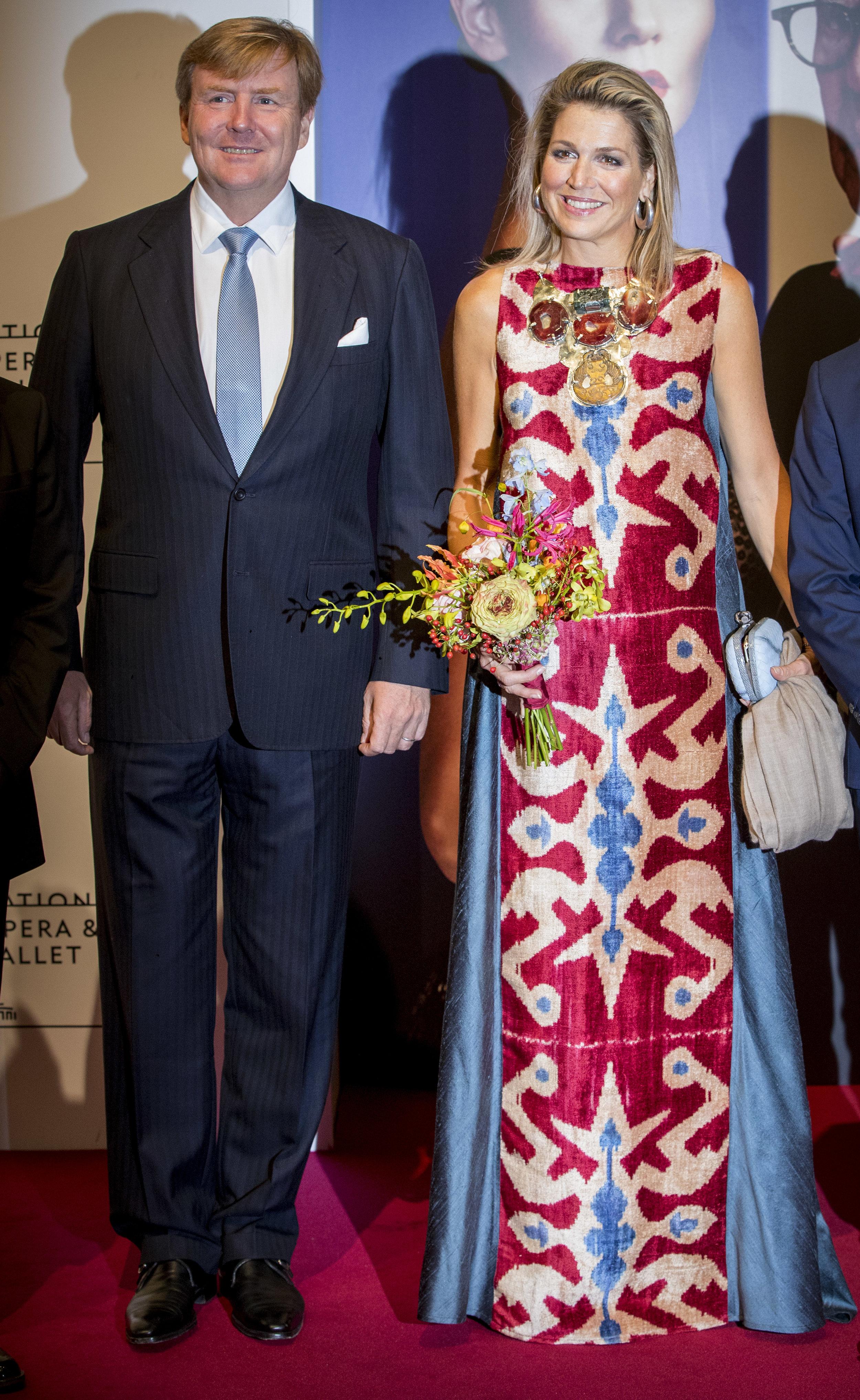 Dieses extravagante Kleid der Monarchin kam nicht überall gut an.  © Getty Images