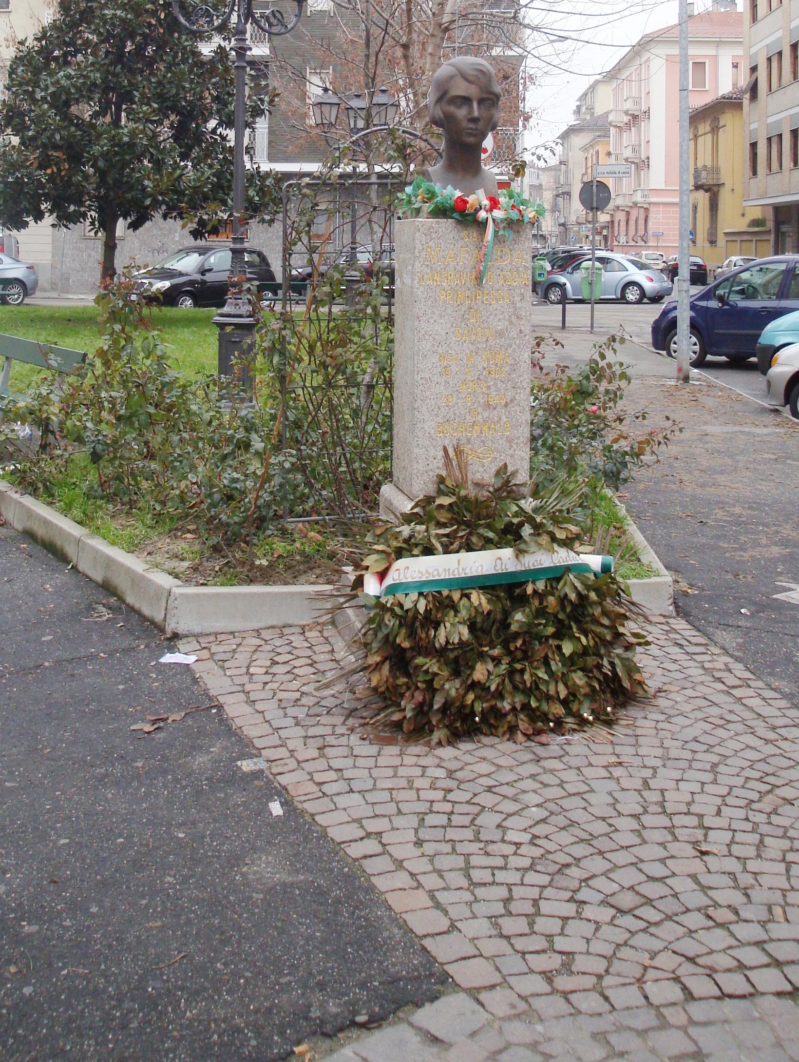 """Am """"Piazza Mafalda di Savoia"""" steht eine Gedenkbüste zu Ehren der verstorbenen Prinzessin Mafalda   Foto: Gemeinfrei"""