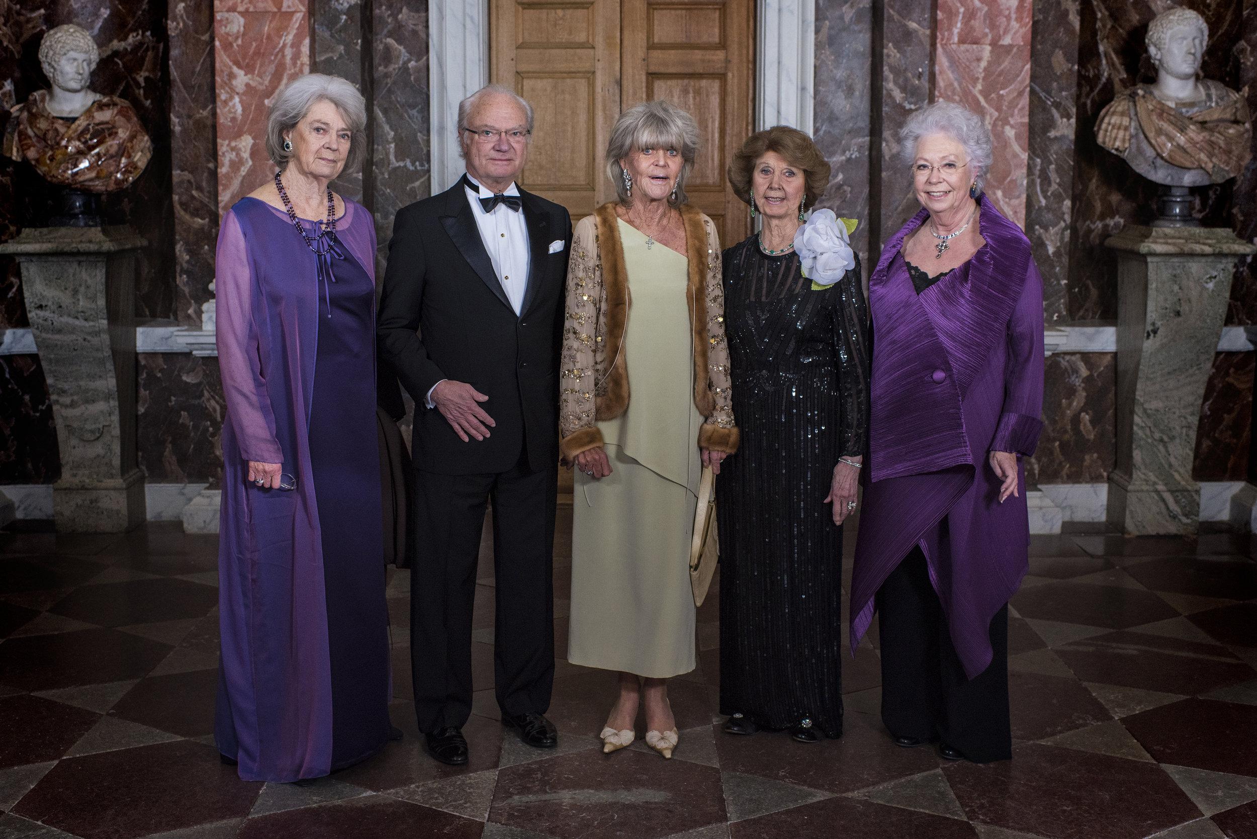 Prinzessin Christina (r.) mit ihren Geschwistern Margaretha Ambler, Carl Gustaf, Prinzessin Brigitta und Désirée Silfverschiöld (v.l.n.r.)   Foto:Jonas Borg, Kungahuset.se