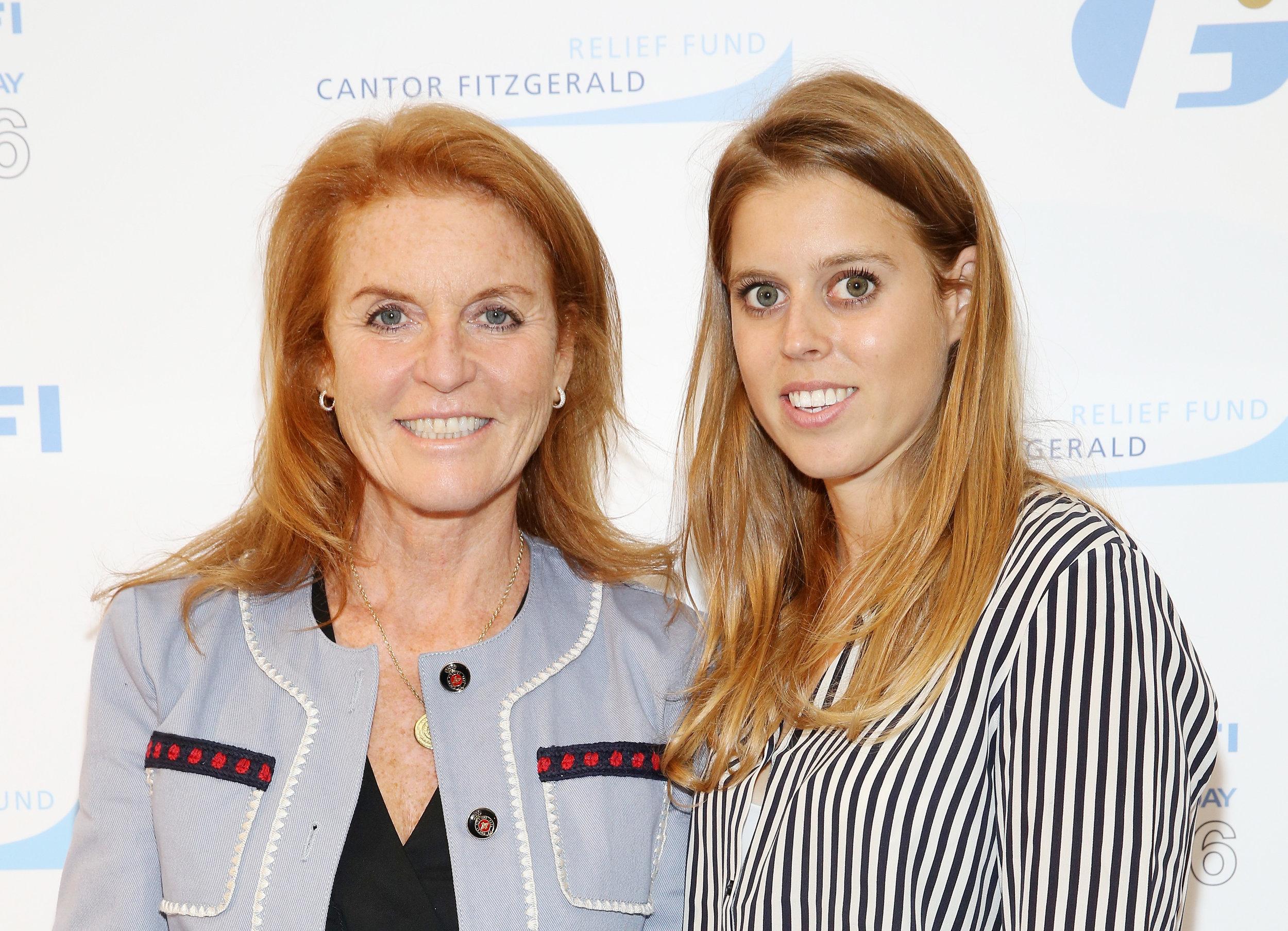 Herzogin Fergie gemeinsam mit ihrer ältesten Tochter Beatrice bei einem Charity-Event   Foto: Getty Images