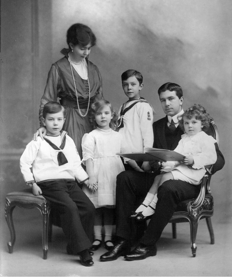 Kronprinzessin Margaret und Kronprinz Gustaf Adolf mit ihren Kindern Foto: Gemeinfrei