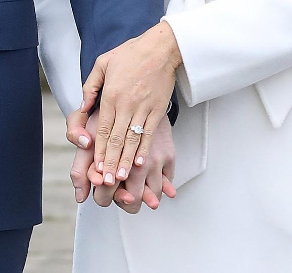 Der Ring besteht aus drei Diamanten. Jeder hat eine besondere Bedeutung für Harry    Foto:  Getty Images