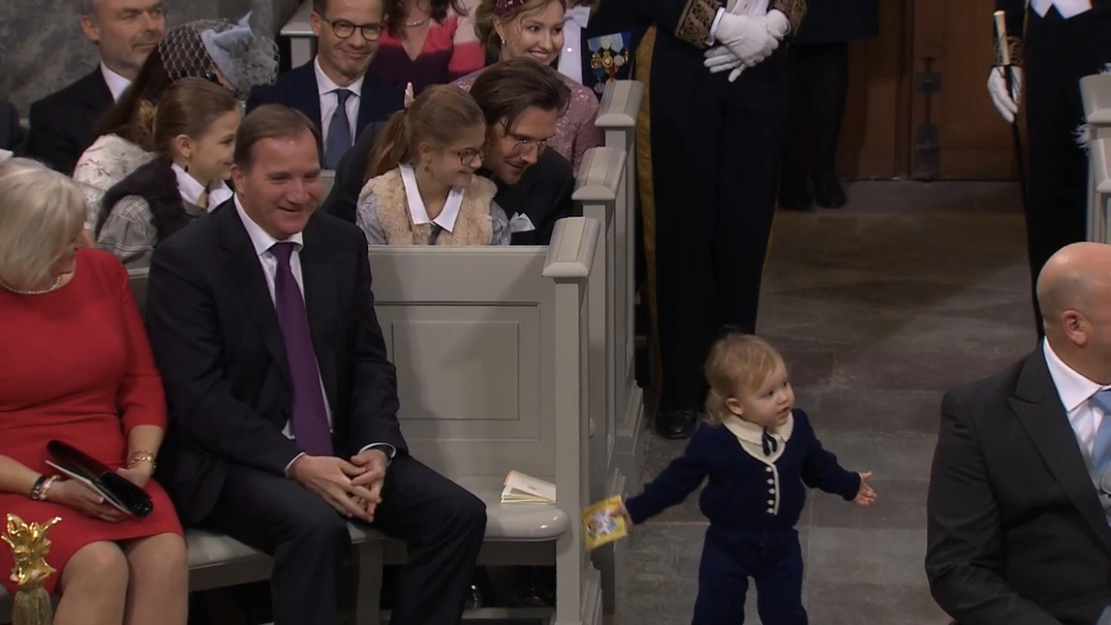 Mit Kinderbuch in der Hand flitzte Alexander durch die Reihen und amüsierte die Gäste   Foto: Screenshot Live-Übertragung