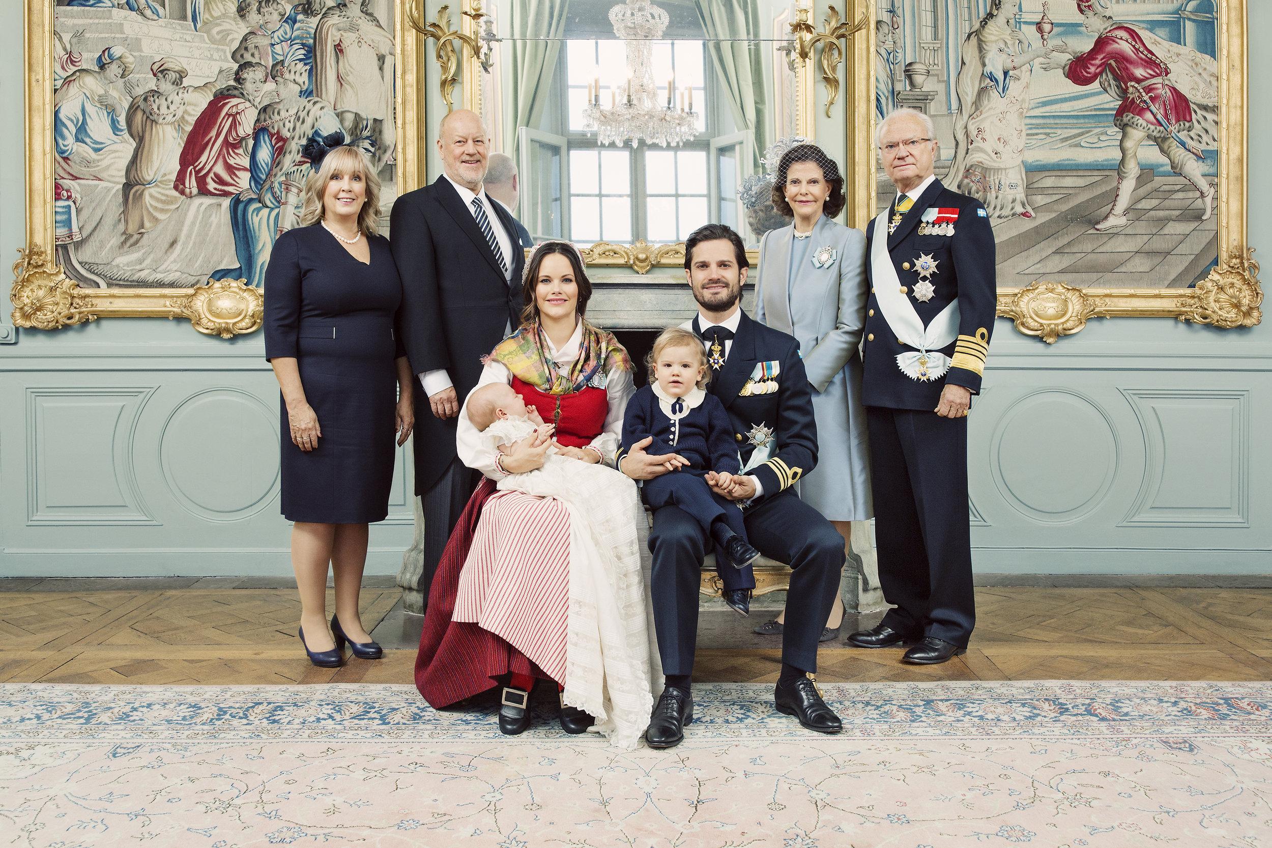 Die stolzen Großeltern: Marie und Erik Hellqvist sowie Königin Silvia und König Carl Gustaf   Foto: Erika Gerdemark, Kungahuset.se