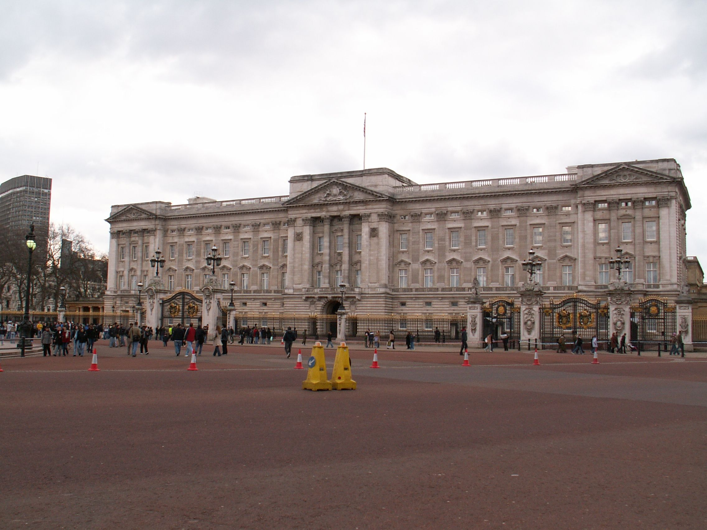 Das beliebte Touristenziel Buckingham Palace liegt nahe dem Ort der Explosion    Foto:  GFDL , CC BY-SA 3.0