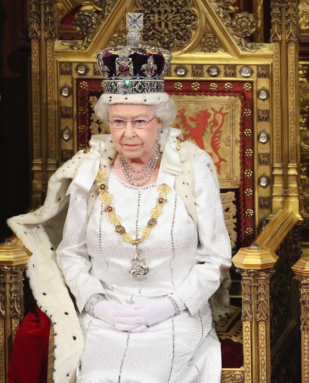 Die Krone wurde 1937 extra für die Körnung ihres Vaters angefertigt. Foto: Getty Images