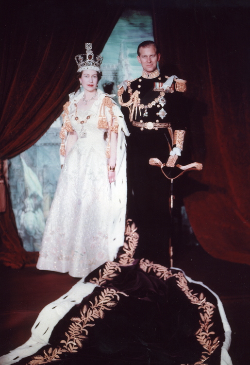 Das offizielle Porträt zur Krönung von Elizabeth    Foto: Cecil Beaton - Library and Archives Canada/K-0000047 , Public Domain
