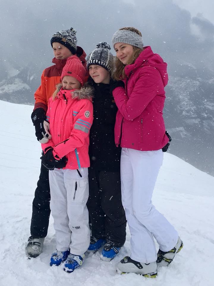 Die belgischen Königskinder posieren wie kleine Schneehasen.    Foto: Belgische Königsfamilie