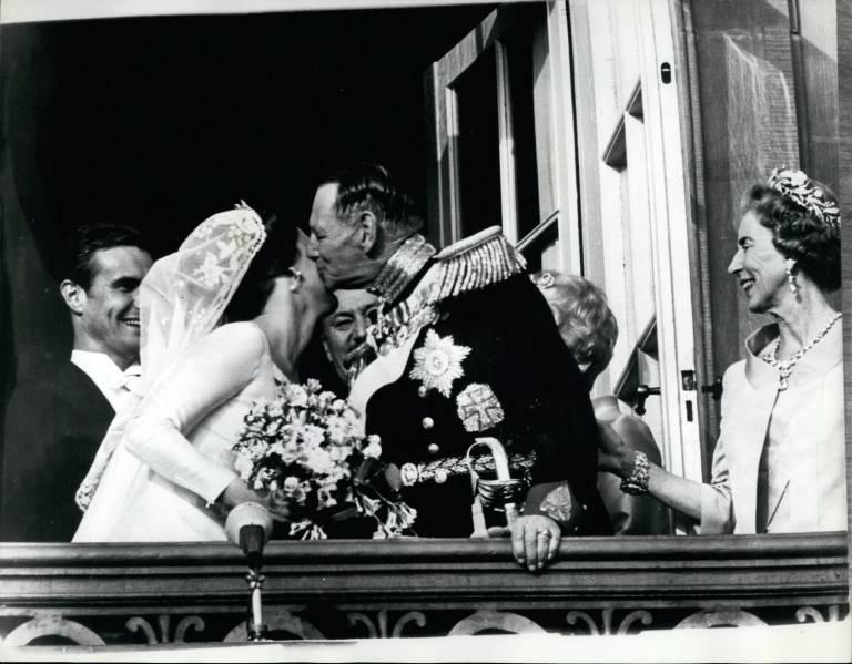 König Frederik gratuliert seiner Tochter zur Hochzeit mit Prinz Henrik.    Foto:imago/ZUMA/Keystone