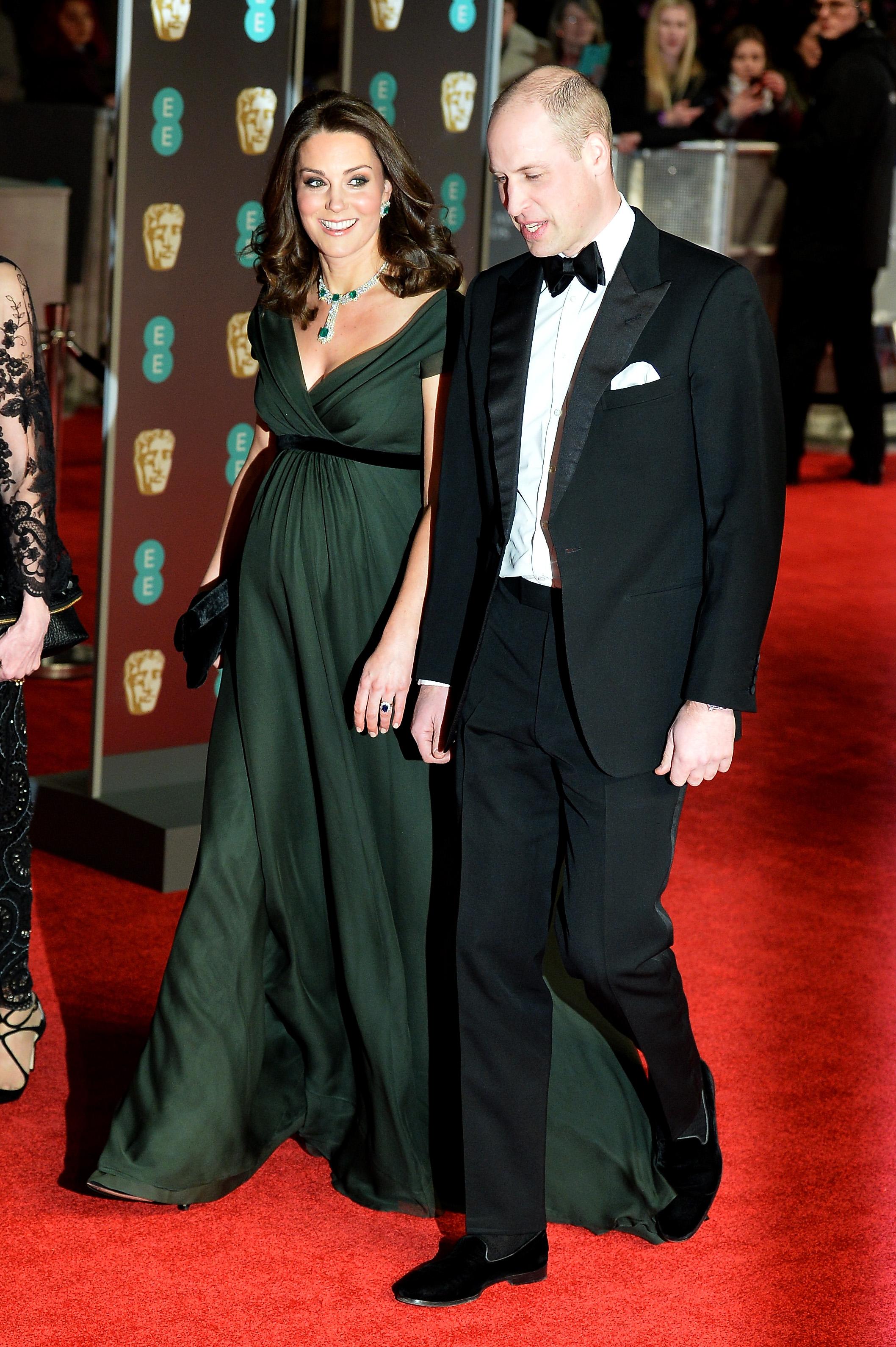 Herzogin Kate trägt kein schwarzes Kleid bei den diesjährigen BAFTA Awards.    Foto: Getty Images