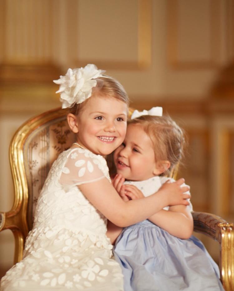 Prinzessin Estelle mit ihrer Cousine Leonore. Foto: Prinzessin Madeleine via Facebook