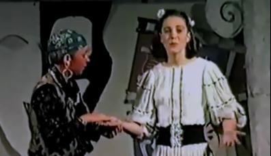 Der Wahrsager liest Herzogin Kate aus der Hand.  Foto: Screenshot