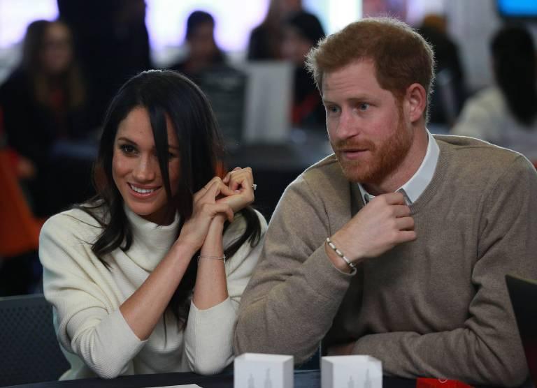 Prinz Harry gibt seiner Verlobten Meghan Markle Fahrstunden.    Foto:imago/Starface