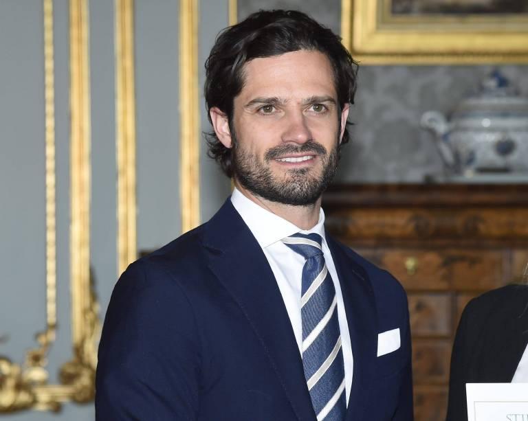 Prinz Carl Philip ist stolz! Er hat seine erste Brillenkollektion auf den Markt gebracht.    Foto:imago/E-PRESS PHOTO.com