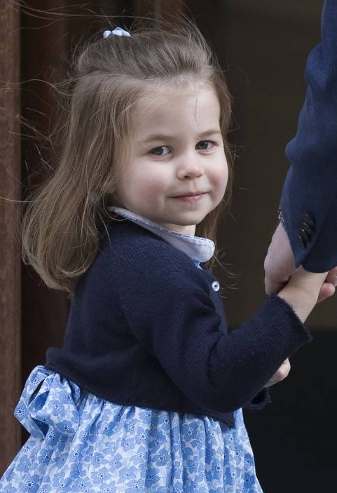 Süßer Schulterblick in die Kameras: Die damals Zweijährige war schon ein kleiner Medienprofi.  Foto: imago/i Images
